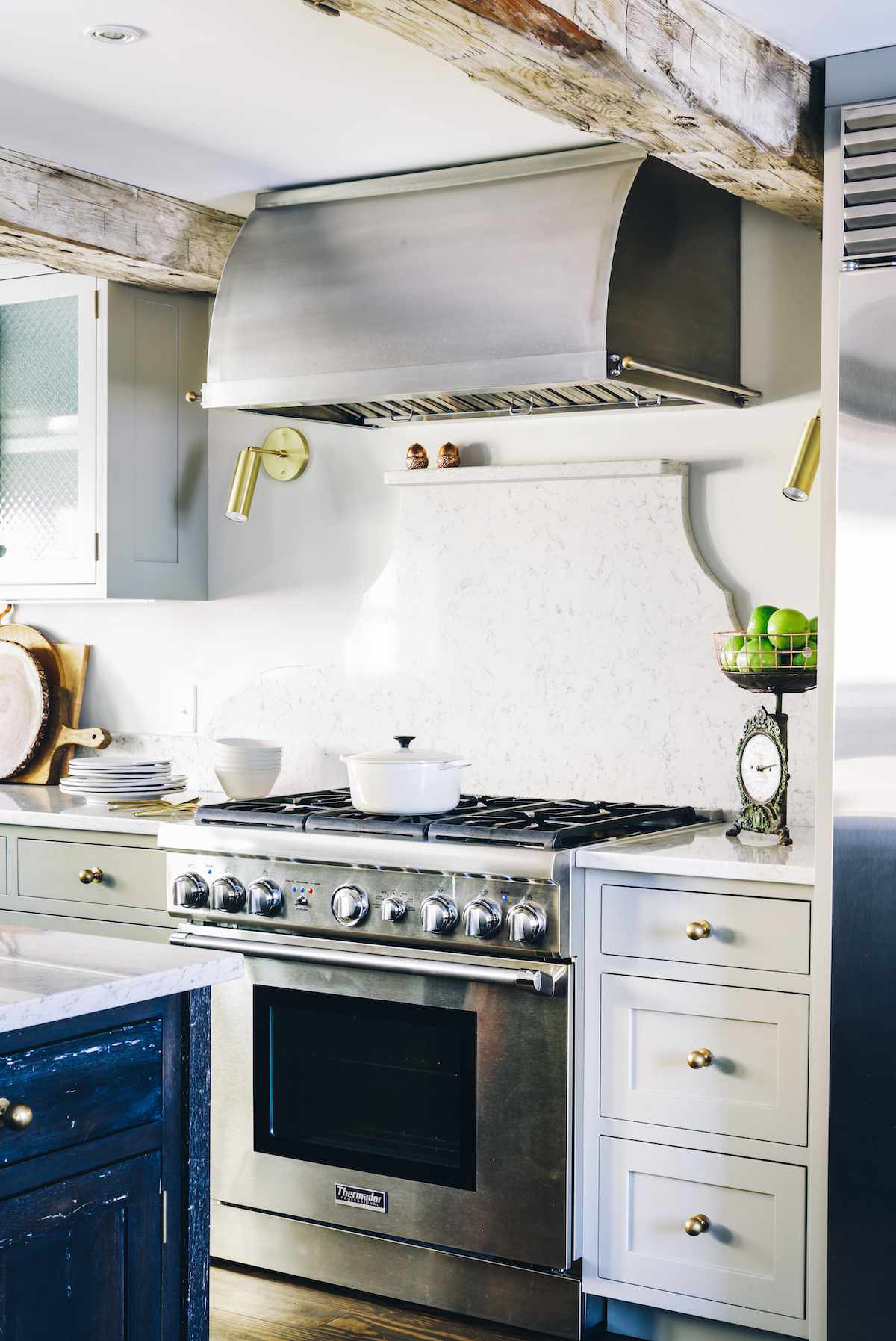 A kitchen with a freestanding marble backsplash