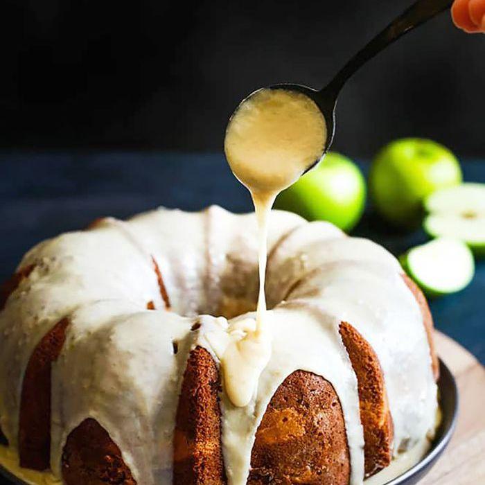 Tarta Bundt de queso crema y manzana: cosas para hornear cuando estás aburrido