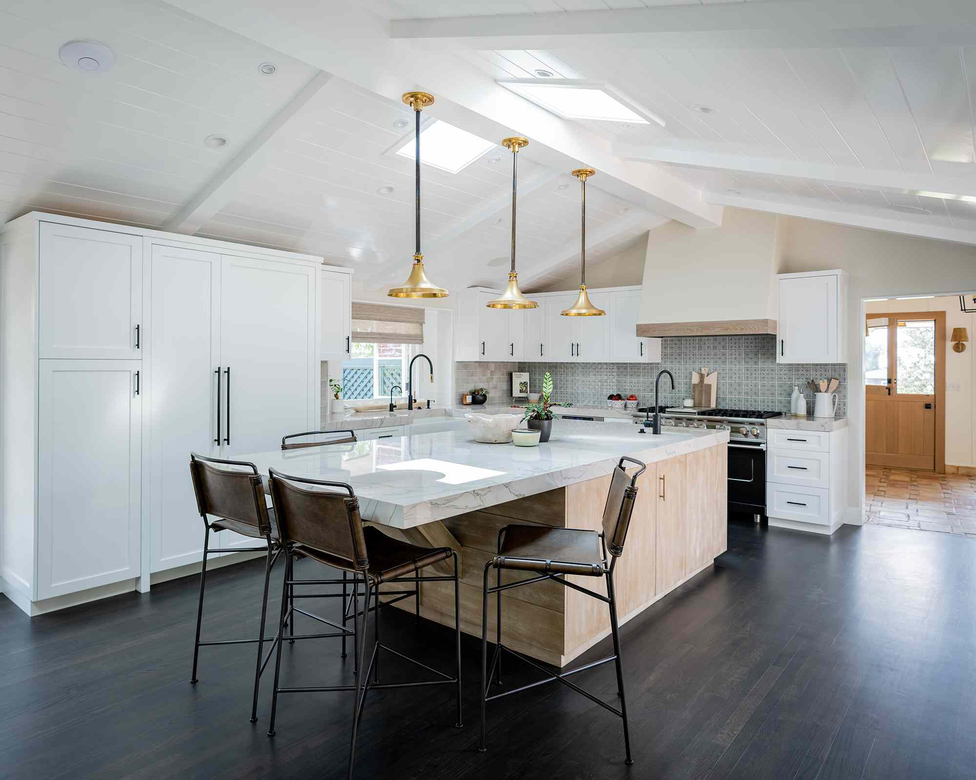 white cabinets kitchen