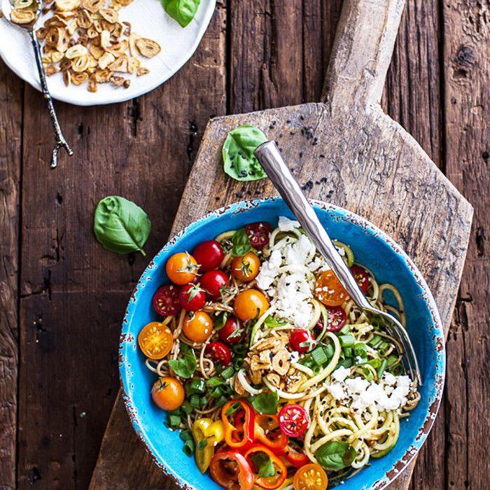 Vegetarian rice bowl with garlic
