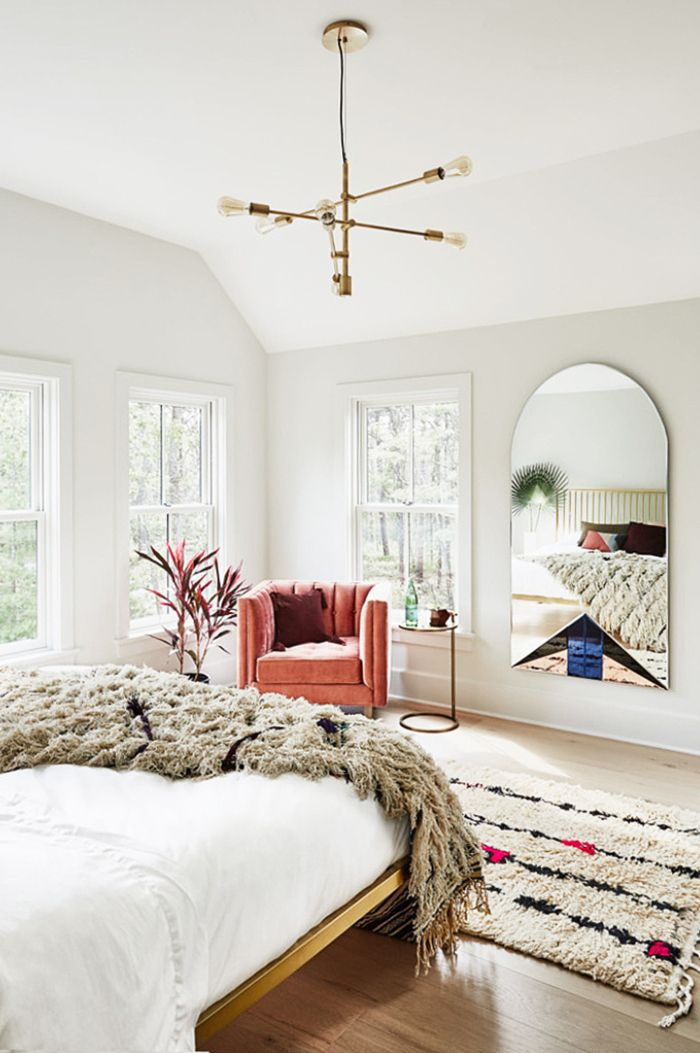 Bedroom Feng Shui, limited mirrors placed within beddroom