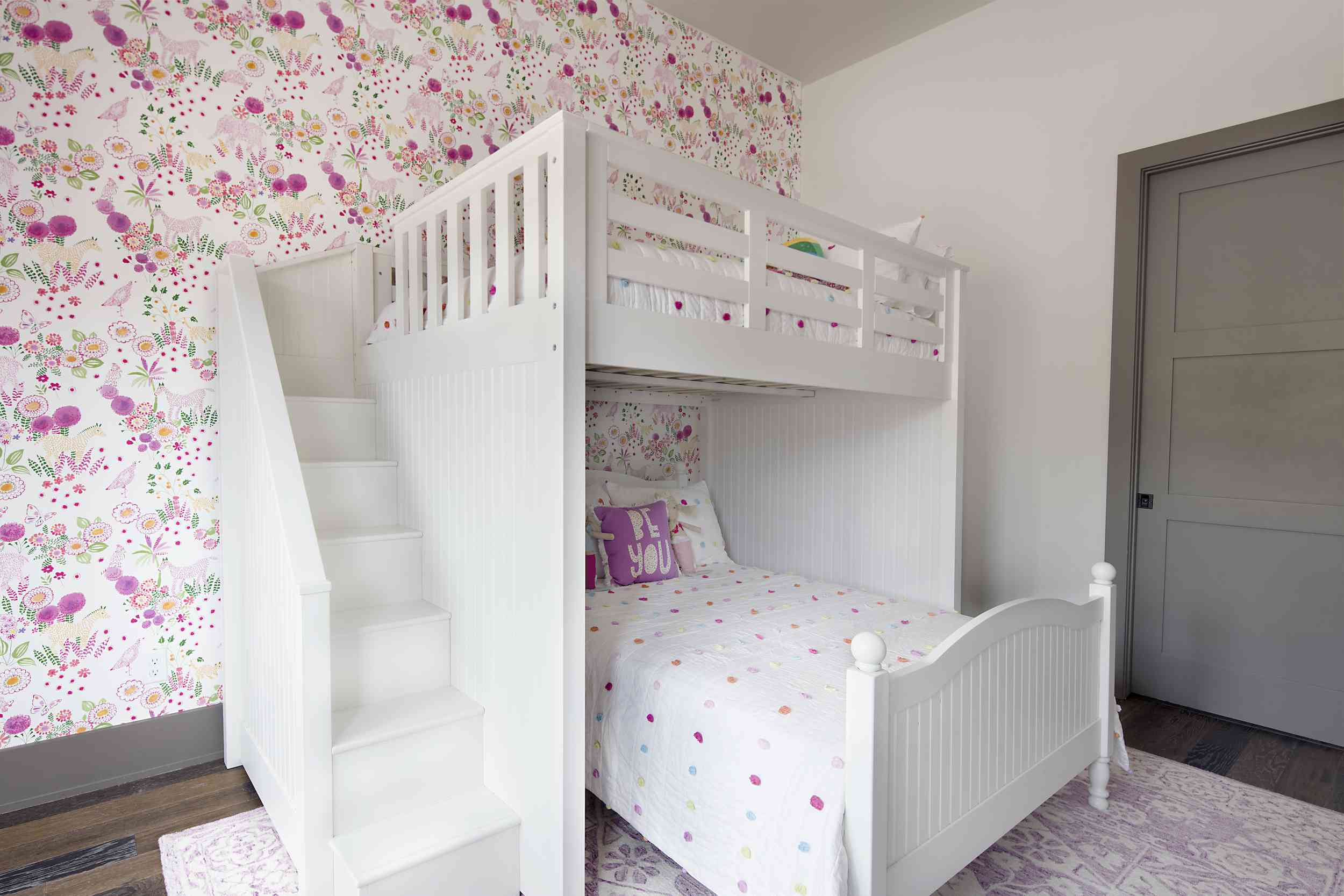 White and pink bunk bed room