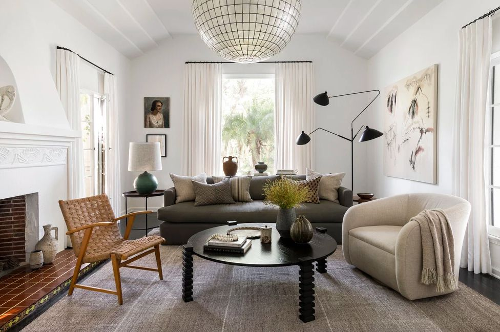 Smal living room with three different types of seating and a black coffee table