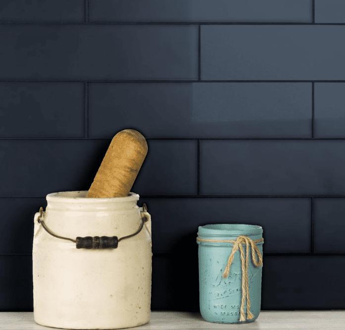 Azulejo negro contra salpicaduras