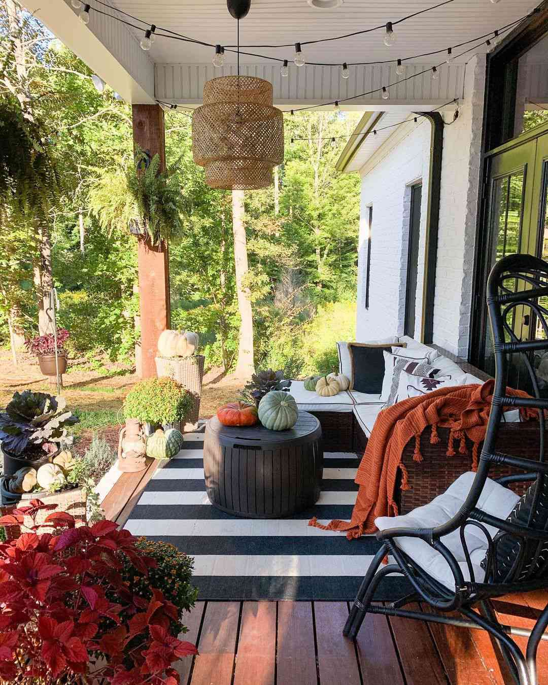 Patio with hanging pendant lamp