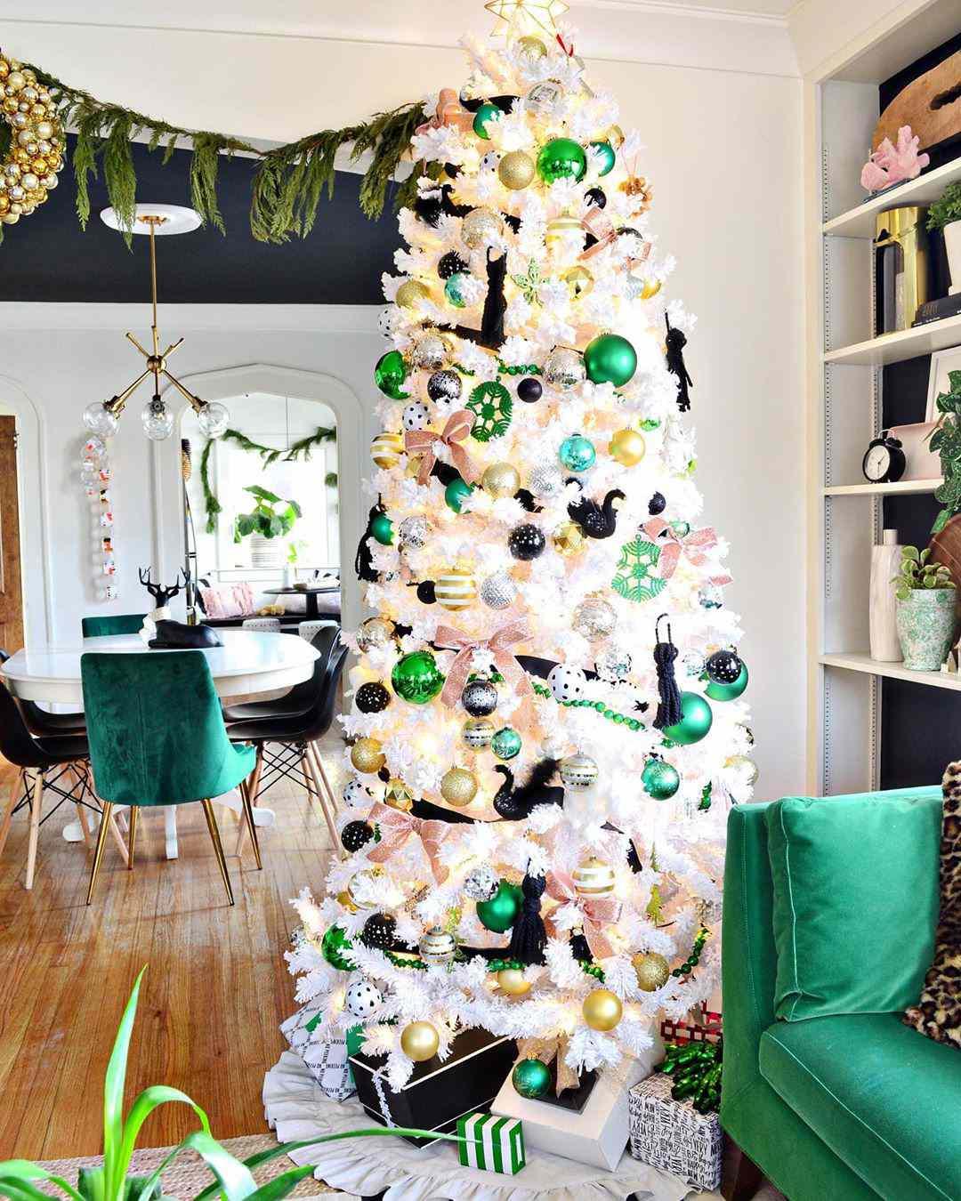 23 Colorful Christmas Tree Ideas