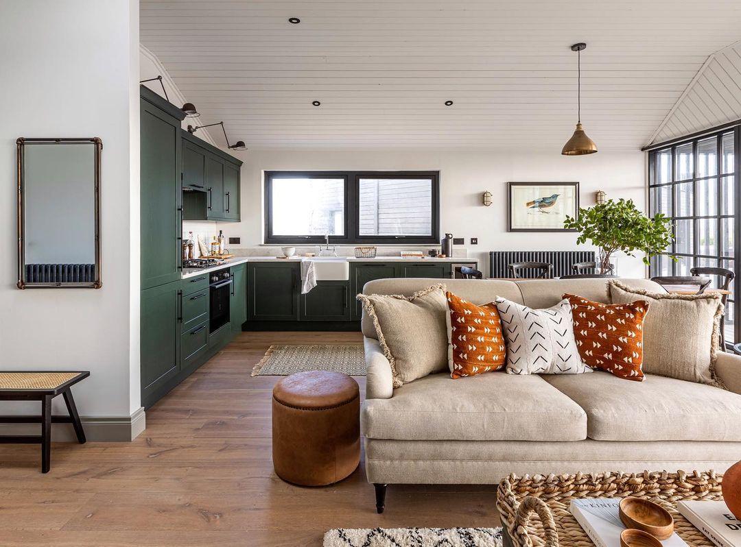 Green kitchen corner