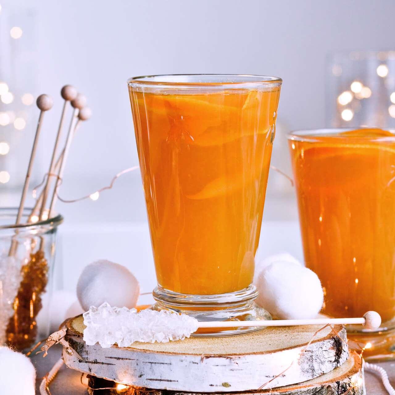 Ponche de ron de té de invierno por el blog Sugar Salted