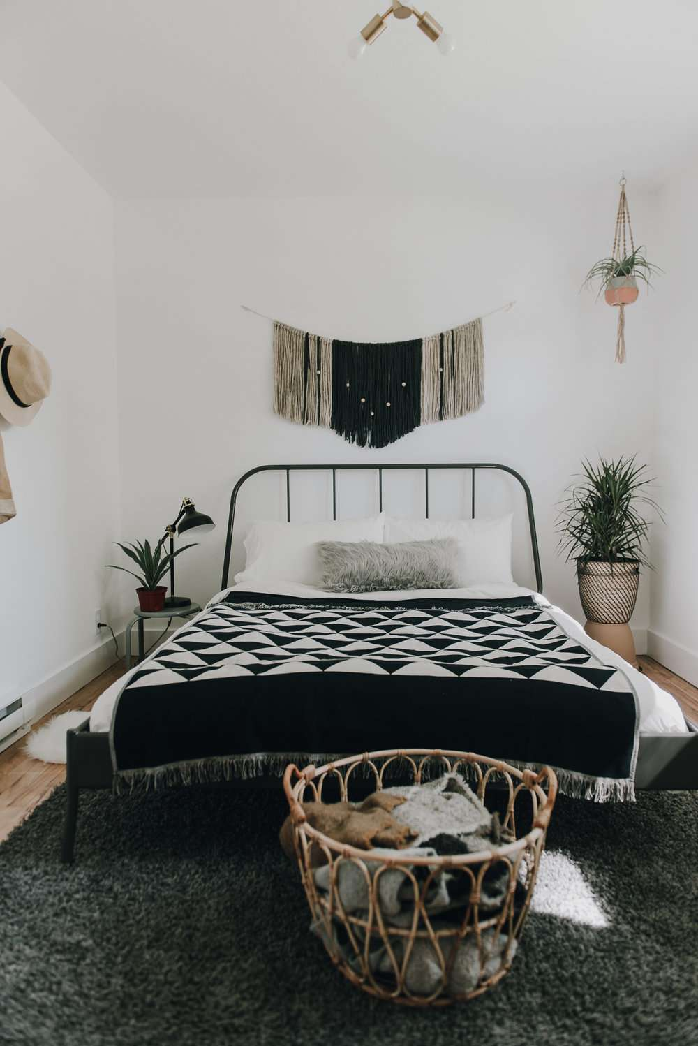 Bed with macrame