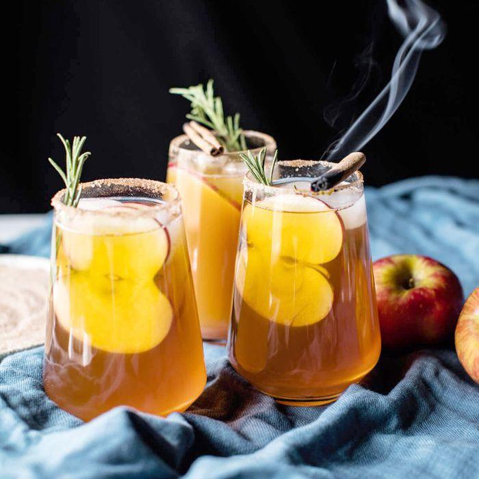 Easy Holiday Cocktails - Margaritas de sidra de manzana Smoky Harvest