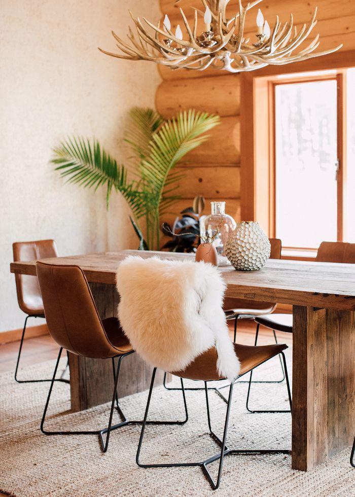 Chic log cabin dining room