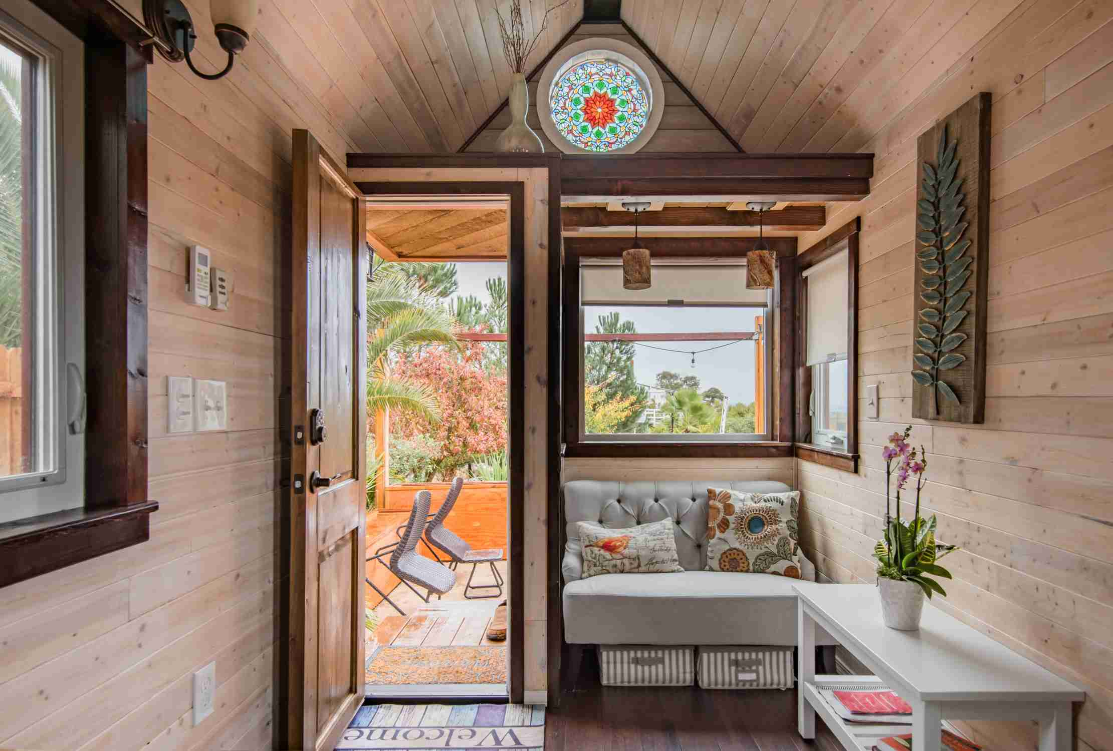 13 Tiny Houses for Rent on Airbnb That Make It Easy to See