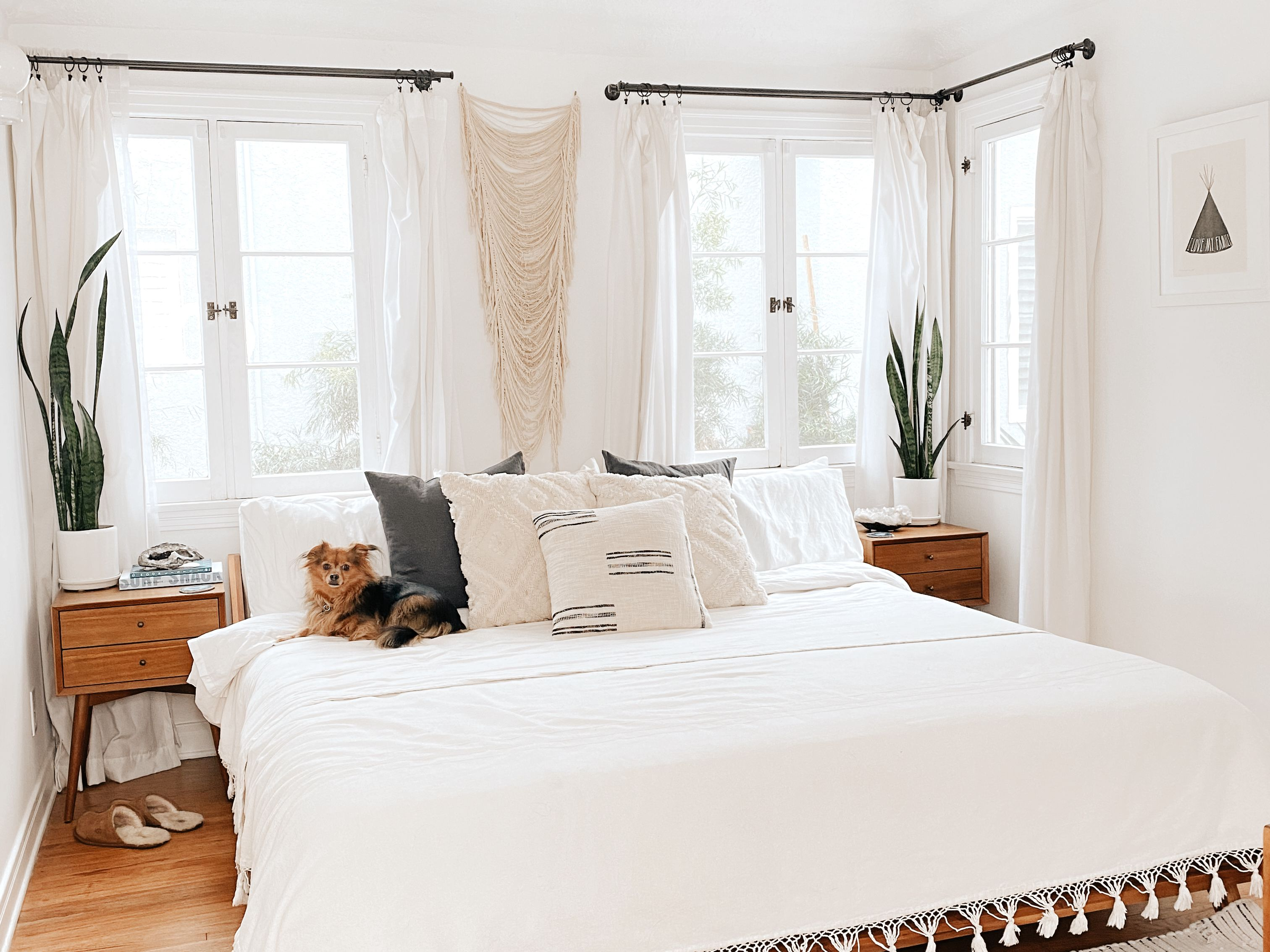 20 White Bedroom Ideas For a Cozy Escape