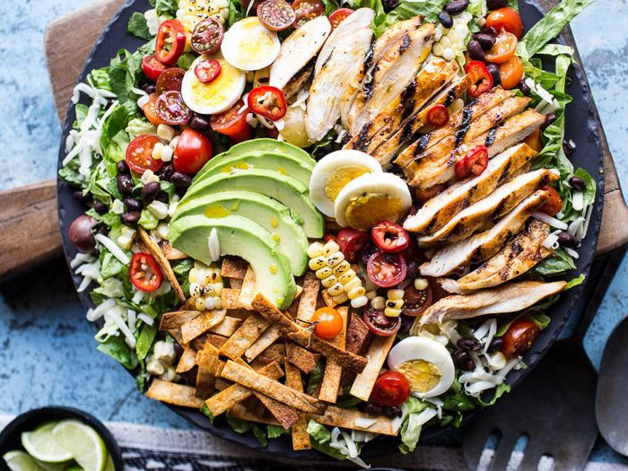 9 Salad Toppings a Nutritionist Won't Touch (and 4 She ...