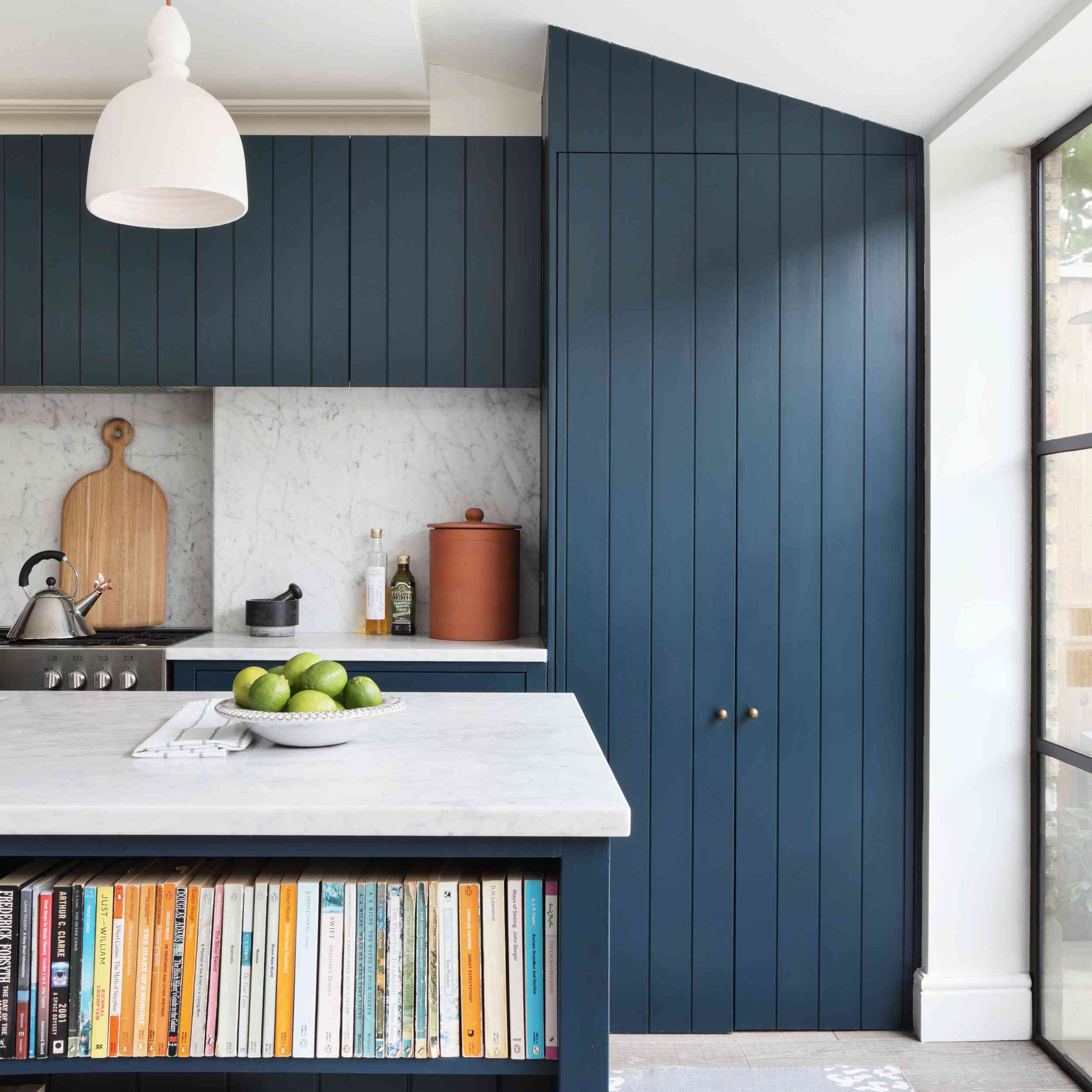 A kitchen with vibrant blue cabinets