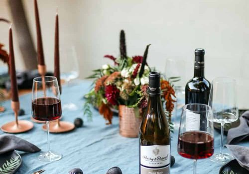 red wine tablescape