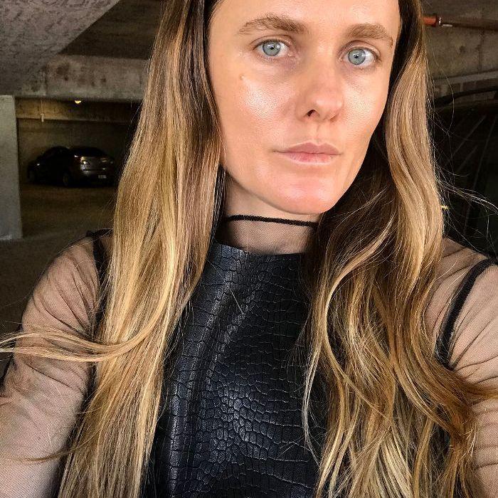 Revisión de alisado del cabello de Cezanne: Sacha Strebe