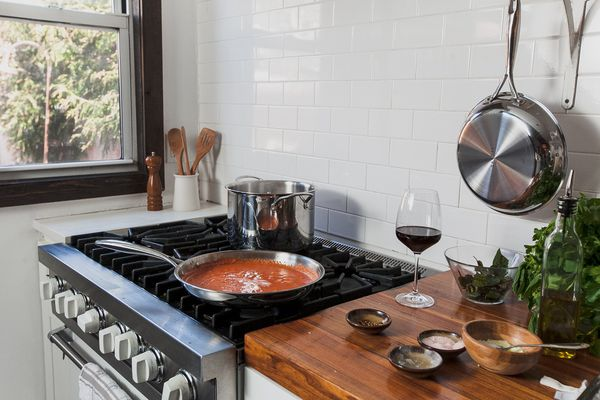 Sardel cookware on stovetop