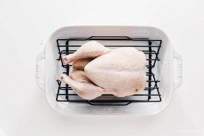 un pollo crudo