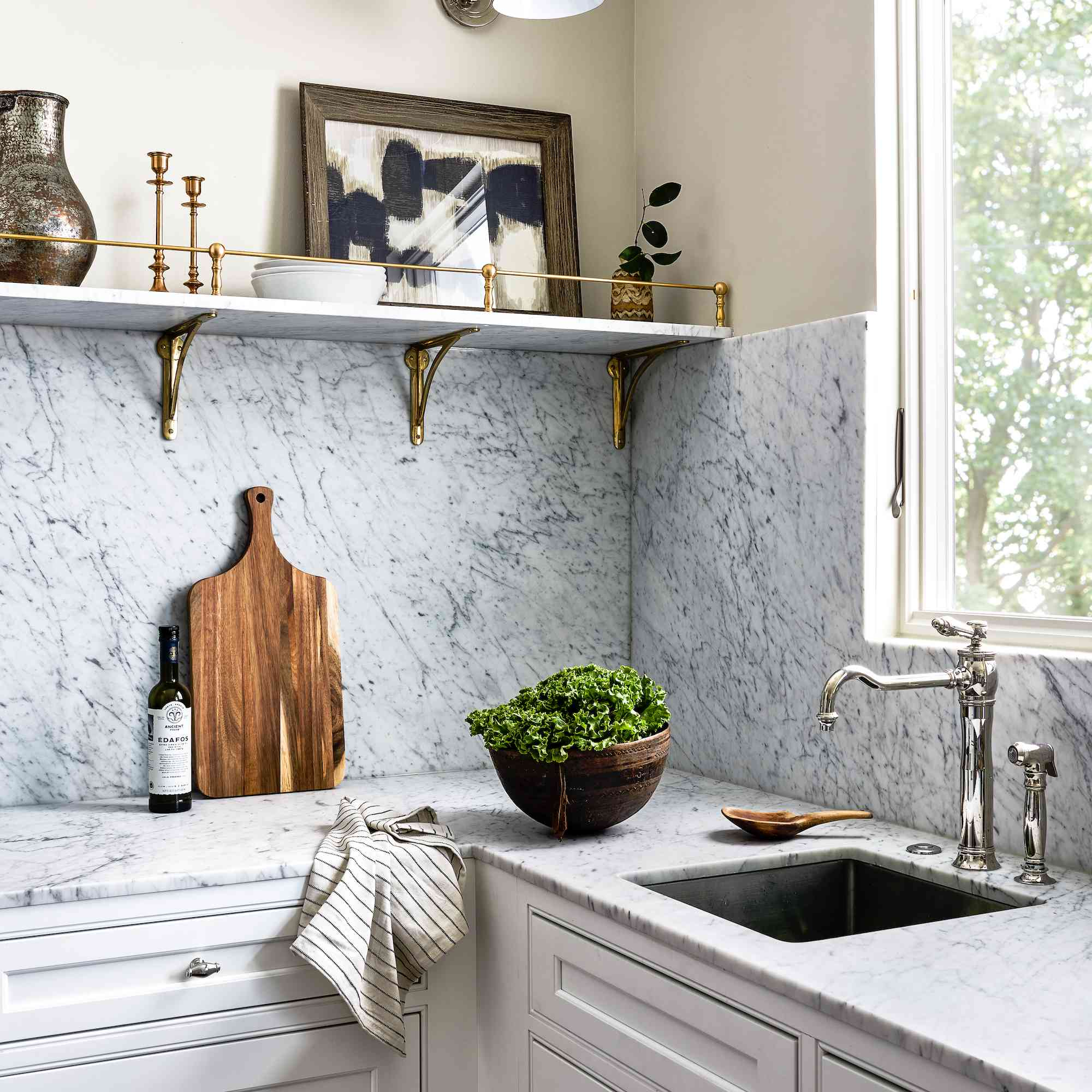 Details on the kitchen counters.