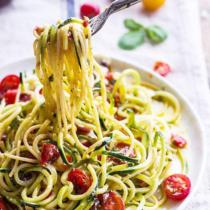 Pesto de calabacín Pasta con fideos de algas marinas recetas veganas crudas