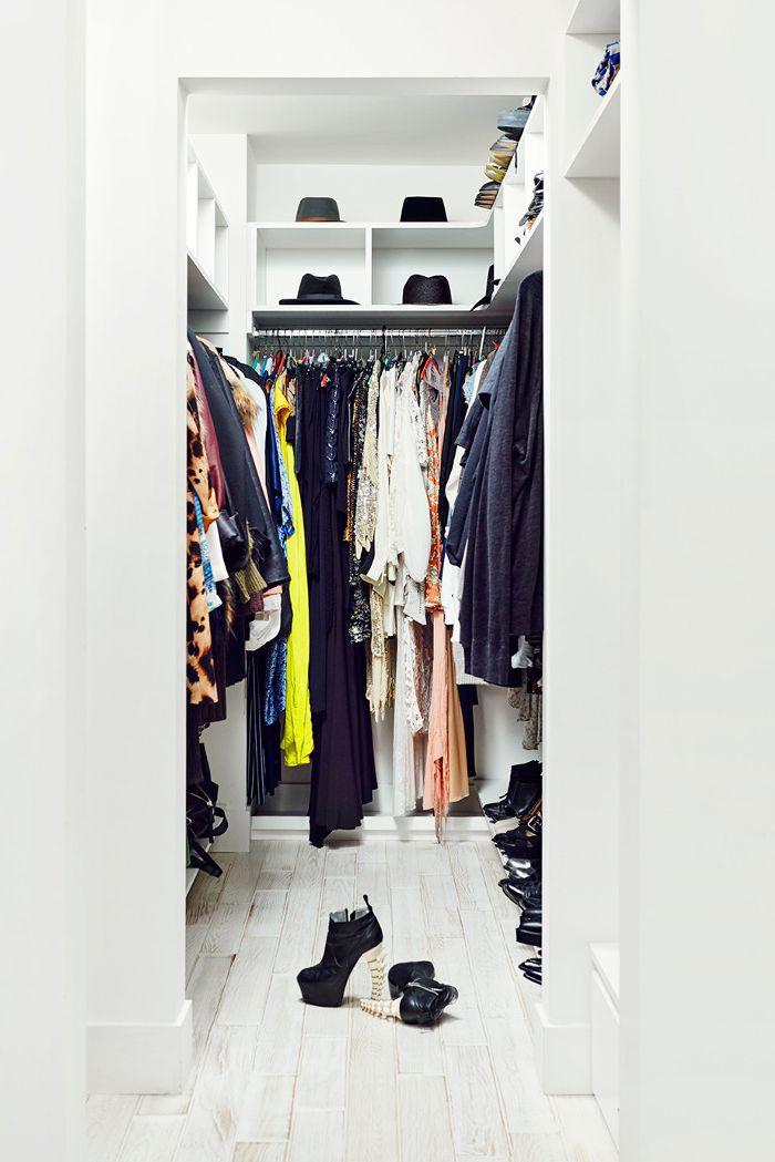 Amanda Thomas's Minimalistic Closet