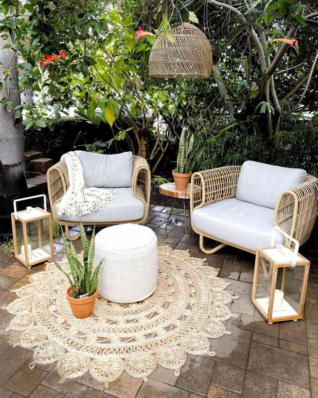 Small patio with hanging pendant