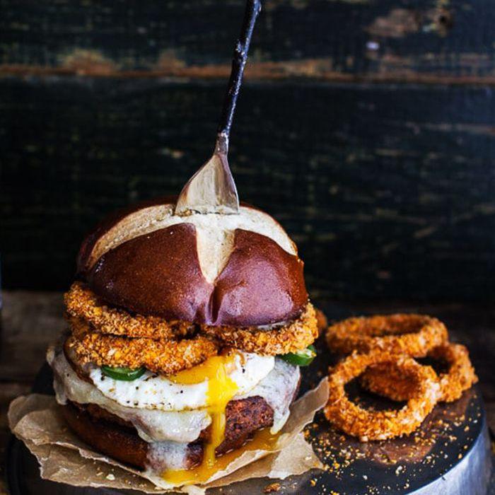 Ideas para la cena sureña: hamburguesas de chile con frijoles negros y camote