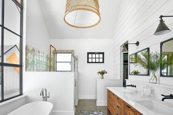Bathroom with hanging light fixture