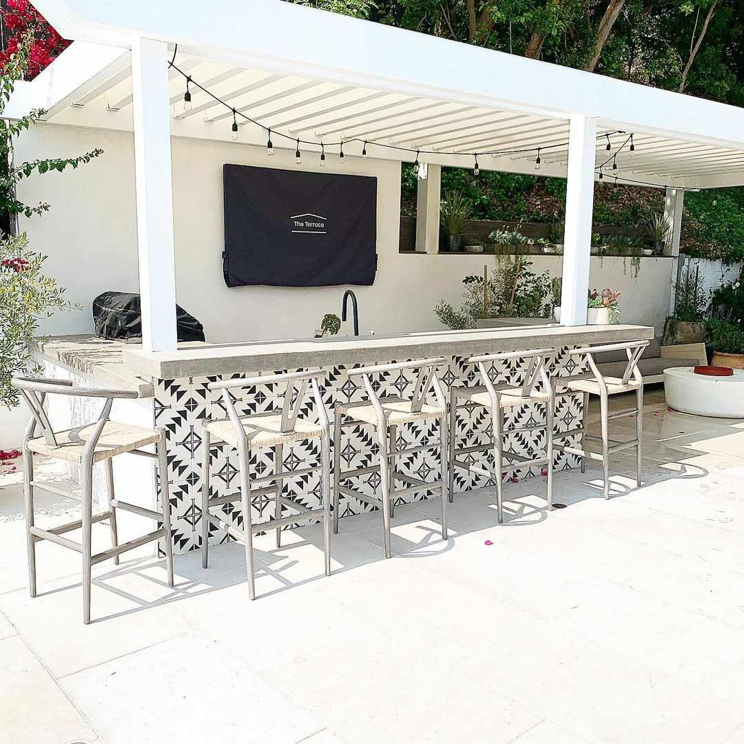 White and black outdoor kitchen