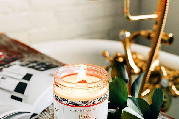 candle by bath tub