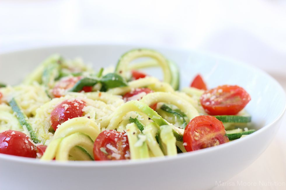 Zucchini noodles with tomatoes and basil