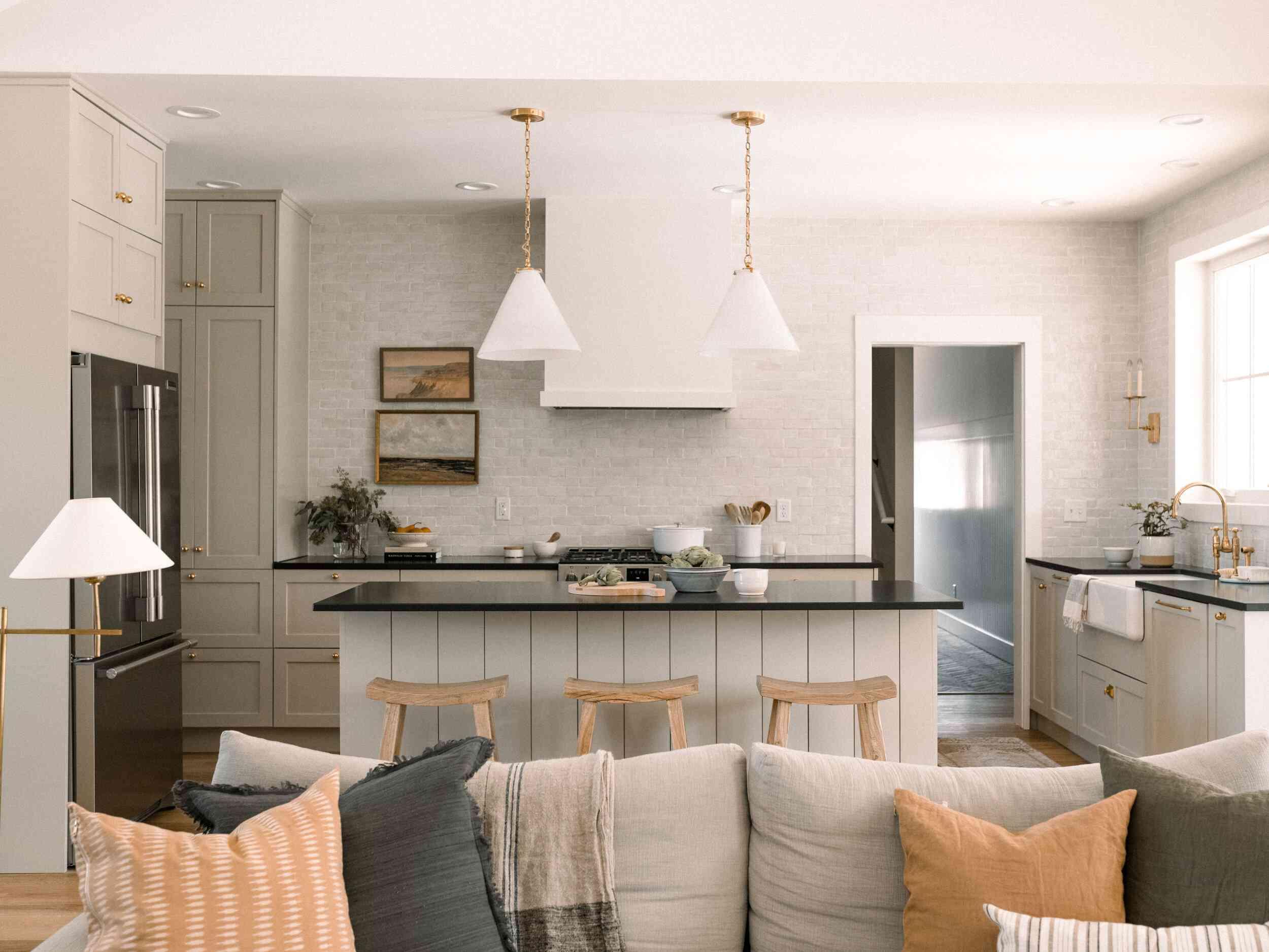 best kitchen ideas - earthy kitchen with standalone island