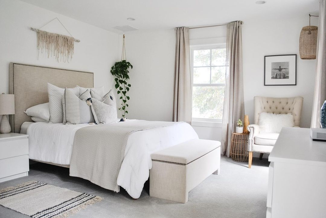 White and neutral bedroom.
