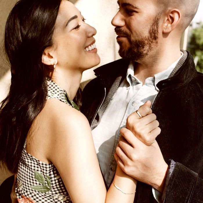 una pareja bailando