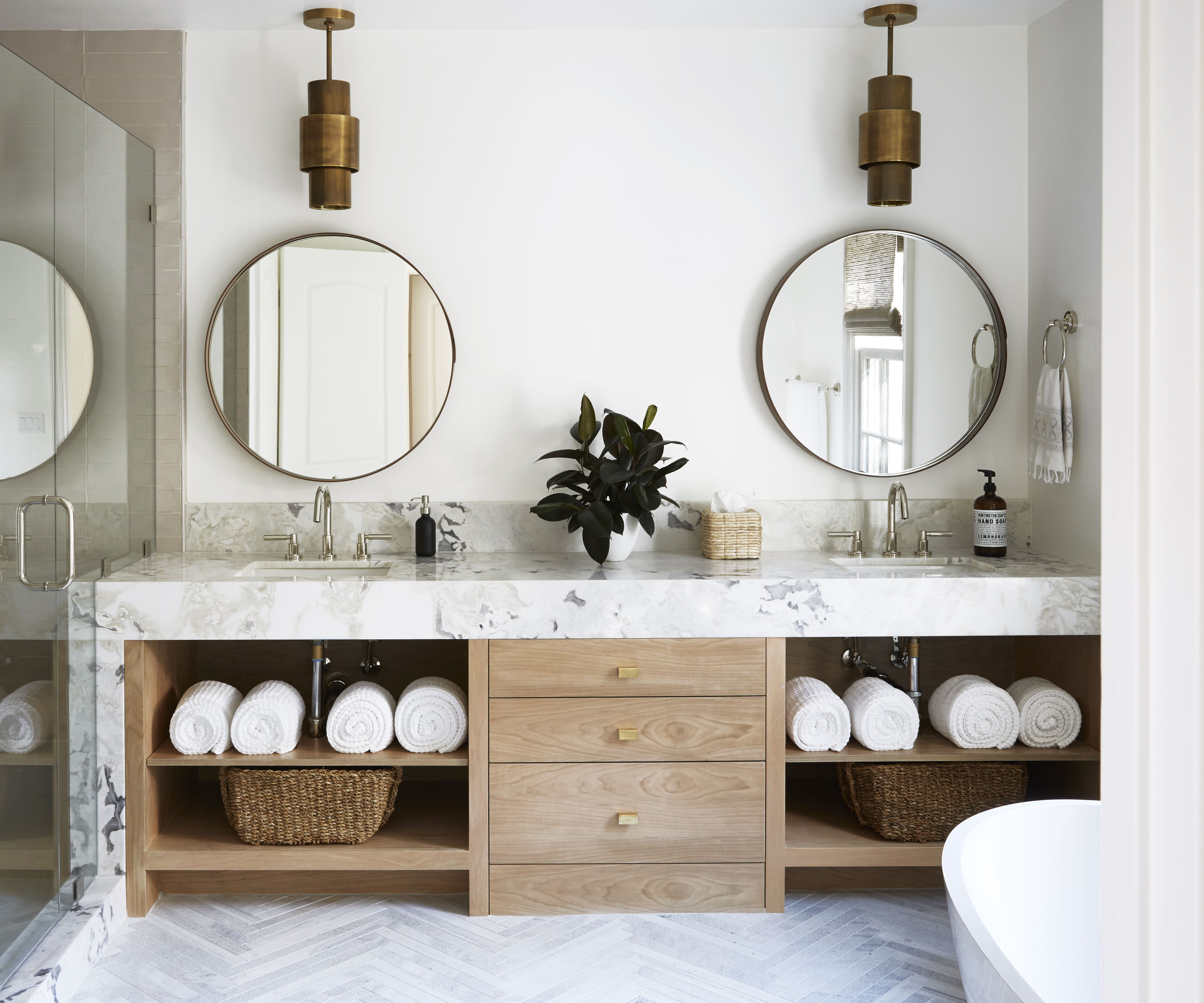 How This Designer Turned a 1940s Bathroom Into a Calming Retreat