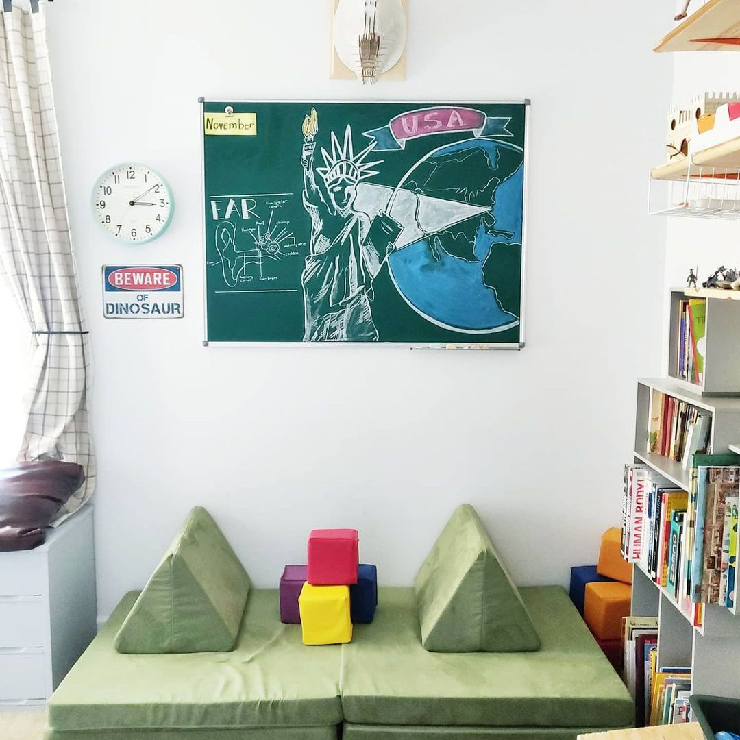 Kaelyn Guerin kids playroom and reading room.