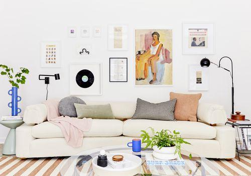 Sala de estar de diseño de Emily Henderson