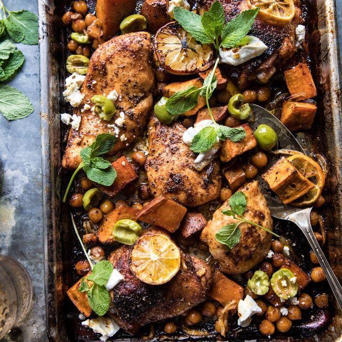 Sábana de pollo Harissa con garbanzos y batatas