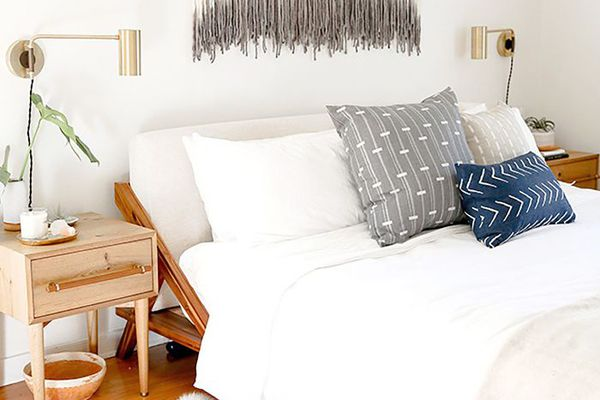 Boho Small Bedroom: Crystals create positive feng shui in bedroom