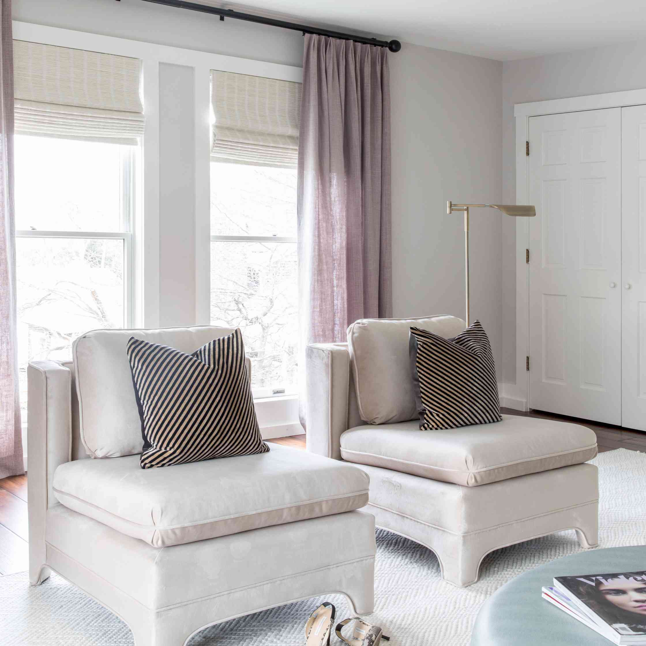 Room with mauve curtains