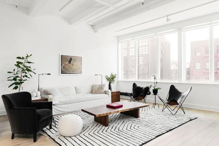 Visita a casa en blanco y negro: sala de estar