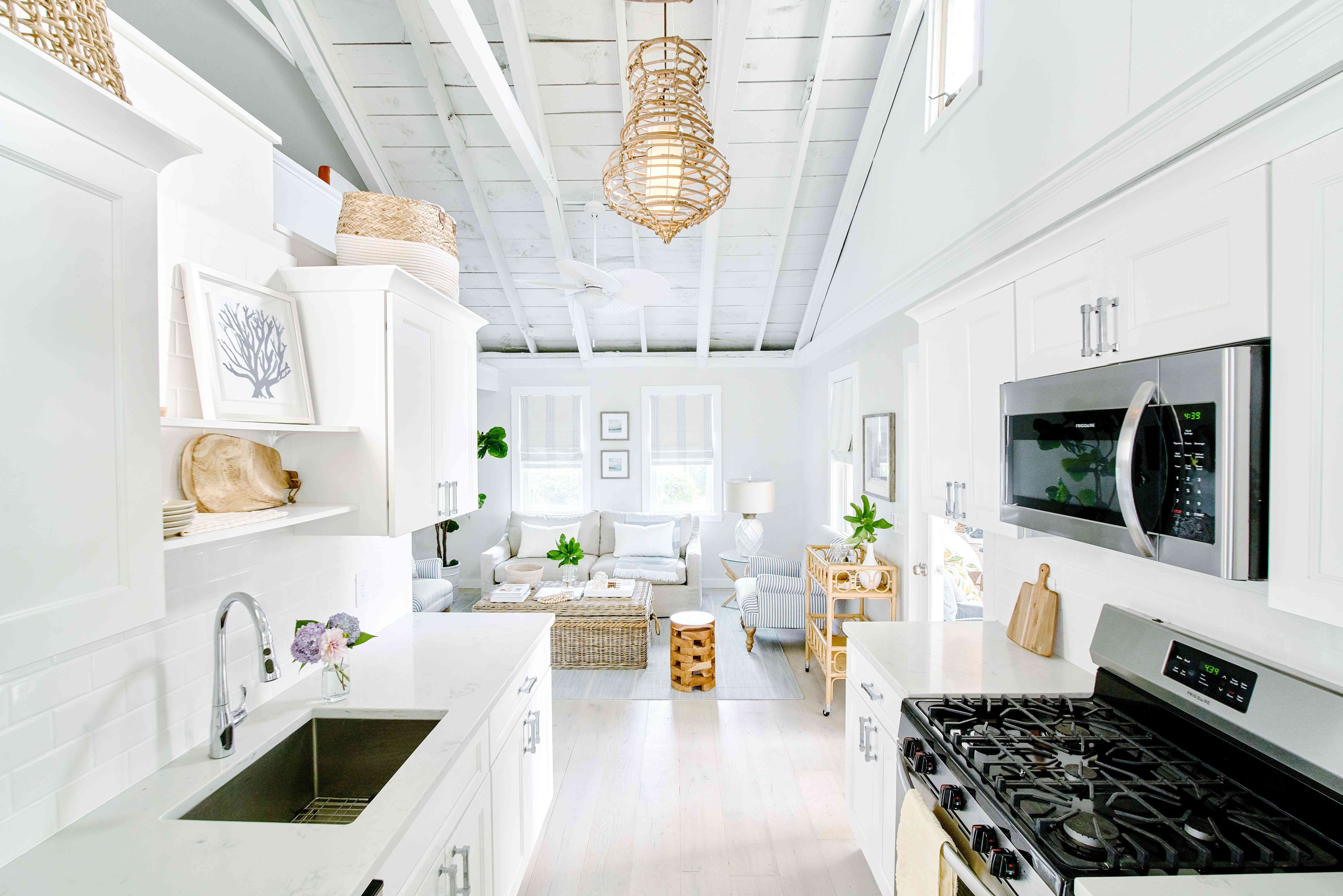 best kitchen ideas - all-white kitchen with beachy pendant lighting