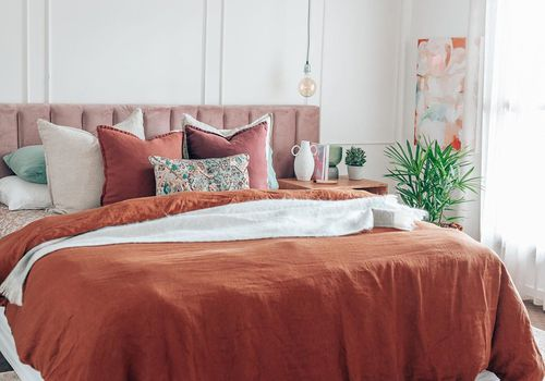 what is linen - bedroom with a linen comforter