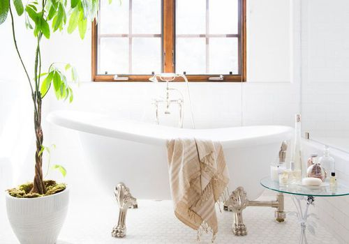 bathroom with a clawfoot bathtub
