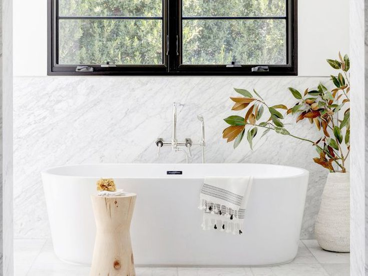 8 Marble Bathrooms That Made Our Editors Jaws Drop