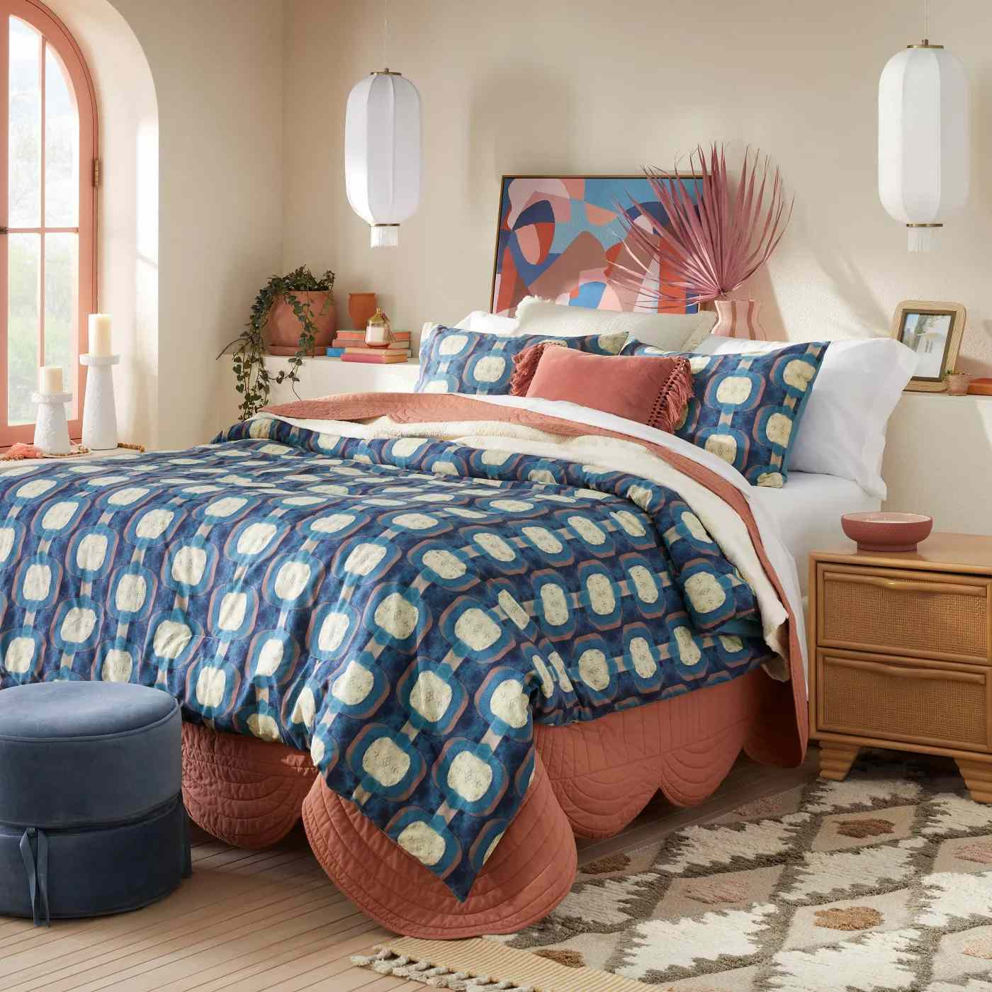 Scalloped Edge Quilt on bed.