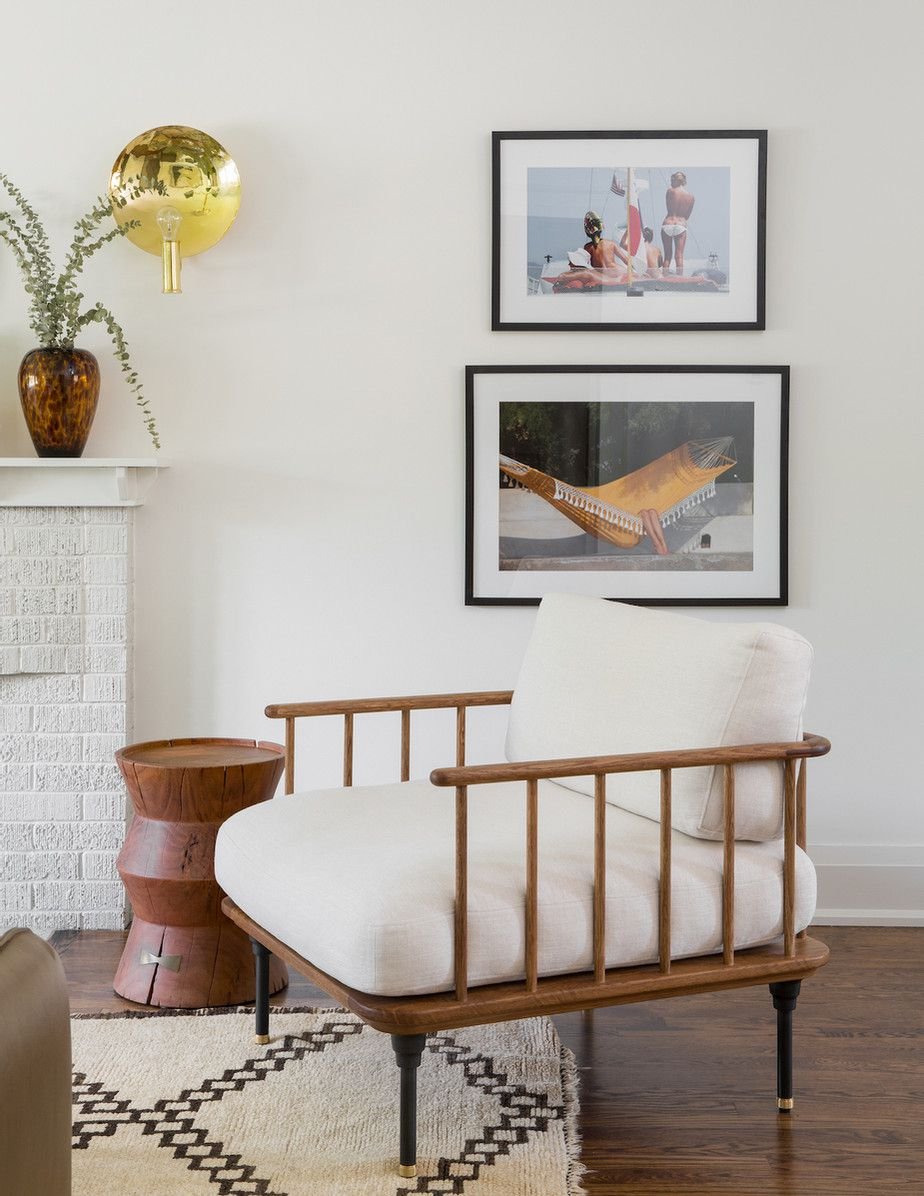 Living room with artwork that shows relaxation