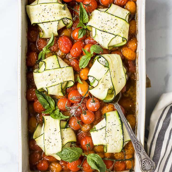 ravioles de calabacín con queso y tomate asado
