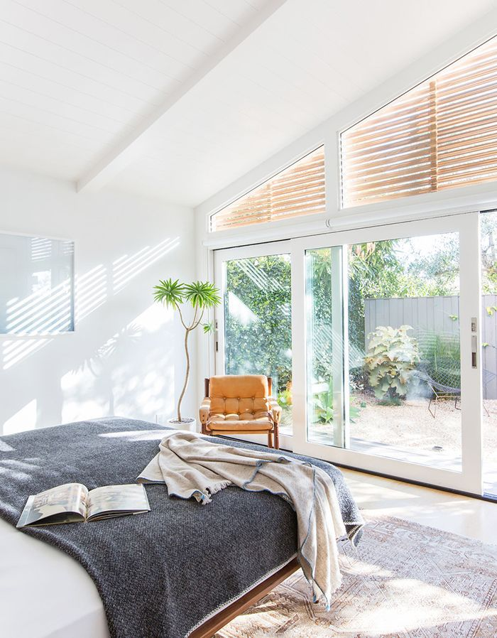 Bedroom in commanding position, according to feng shui principles